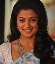 priyamani-latest-saree-stills-2