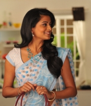 priyamani-latest-saree-stills-9