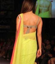 priyanka-chopra-hot-back-show-images-02