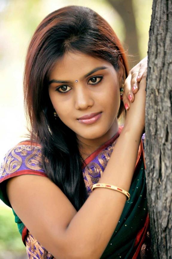 radhika-reddy-hot-saree-stills-03