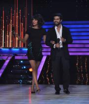 ram-charan-and-priyanka-chopra-on-jhalak-dikhla-jaa-14