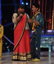 ram-charan-and-priyanka-chopra-on-jhalak-dikhla-jaa-16