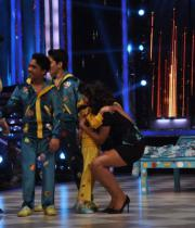 ram-charan-and-priyanka-chopra-on-jhalak-dikhla-jaa-17