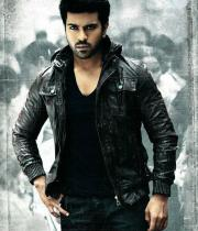 yevadu-movie-stills-1