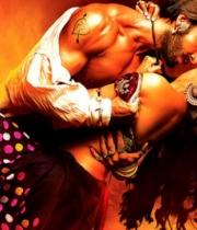 deepika-padukone-hot-stills-with-ranveer-singh-in-ram-leela-movie-1