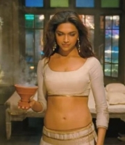 deepika-padukone-hot-stills-with-ranveer-singh-in-ram-leela-movie-3