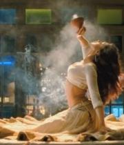 deepika-padukone-hot-stills-with-ranveer-singh-in-ram-leela-movie-6