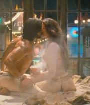 deepika-padukone-hot-stills-with-ranveer-singh-in-ram-leela-movie-9