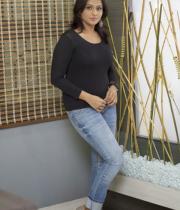 ramya-nambeesan-in-jeans-photos-05