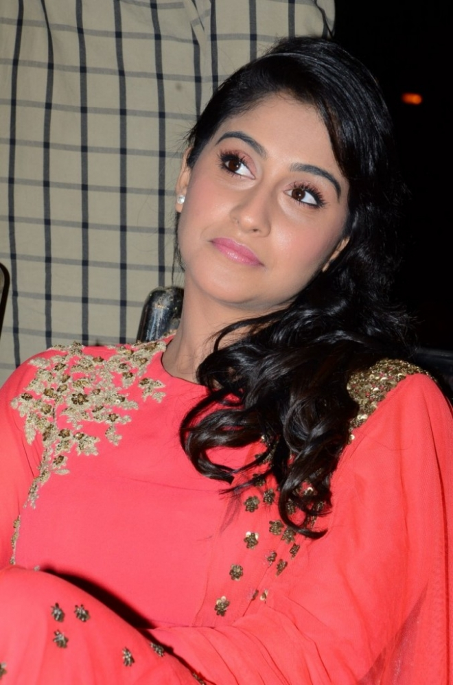 regina-cassandra-photos-pilla-nuvvu-leni-jeevitham-audio-success-8-677x1024