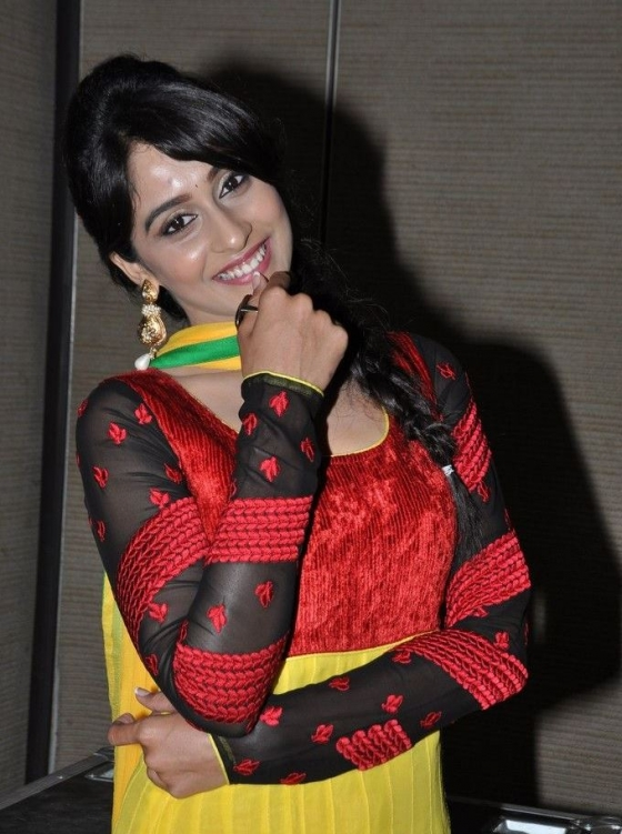 regina-cassandra-at-love-you-bangaram-audio-launch-1