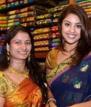 richa-gangopadhyay-at-raviteja-textiles-launch-1