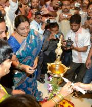 richa-gangopadhyay-at-raviteja-textiles-launch-15