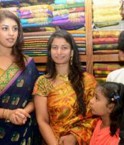 richa-gangopadhyay-at-raviteja-textiles-launch-2