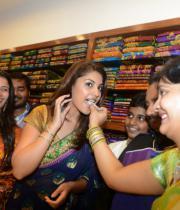 richa-gangopadhyay-at-raviteja-textiles-launch-3