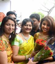 richa-gangopadhyay-at-raviteja-textiles-launch-4