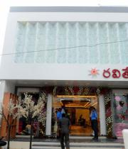 richa-gangopadhyay-at-raviteja-textiles-launch-8