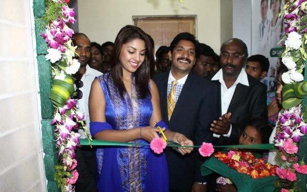 richa-gangopadhyay-at-star-homeopathy-launch-16
