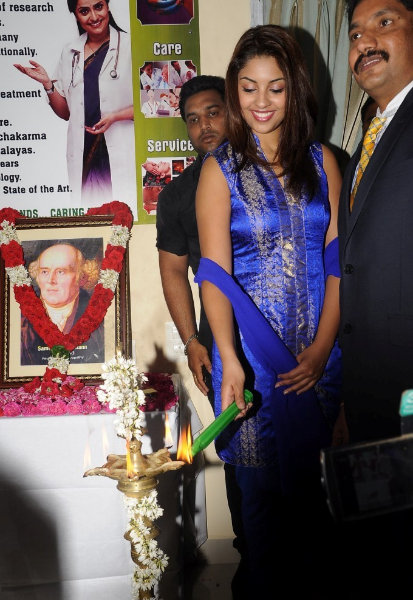 richa-gangopadhyay-at-star-homeopathy-launch-3