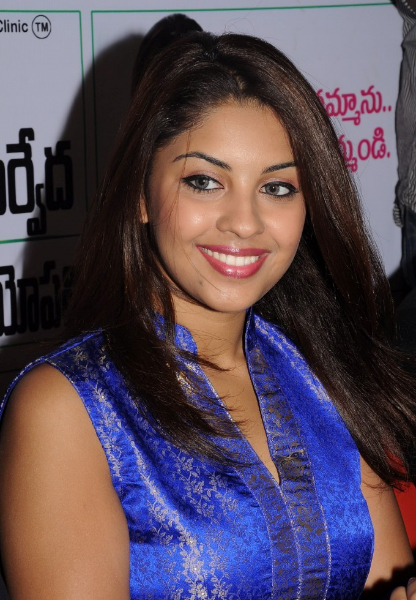 richa-gangopadhyay-at-star-homeopathy-launch-5