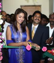 richa-gangopadhyay-at-star-homeopathy-launch-16