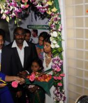 richa-gangopadhyay-at-star-homeopathy-launch-17
