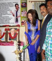 richa-gangopadhyay-at-star-homeopathy-launch-7