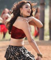 richa-gangopadhyay-navel-show-in-mirchi-08