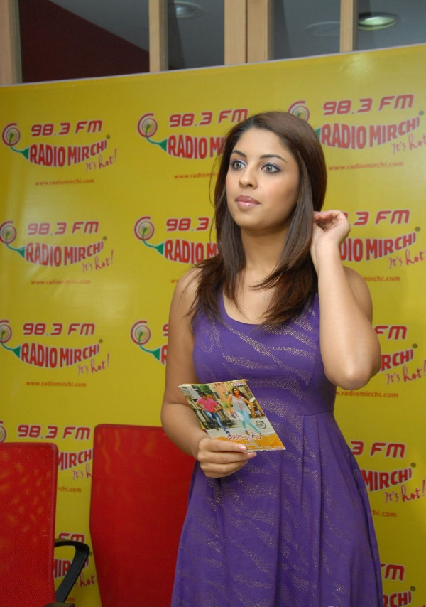 richa-gangopadhyay-radio-mirchi-for-sarocharu-audio-launch-10