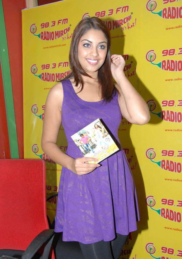 richa-gangopadhyay-radio-mirchi-for-sarocharu-audio-launch-5