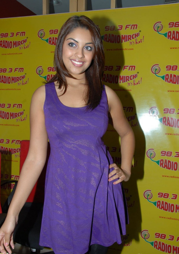 richa-gangopadhyay-radio-mirchi-for-sarocharu-audio-launch-8