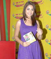 richa-gangopadhyay-radio-mirchi-for-sarocharu-audio-launch-4