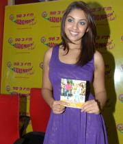 richa-gangopadhyay-radio-mirchi-for-sarocharu-audio-launch-6
