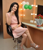 richa-panai-launches-cv-international-academy-of-beauty-13