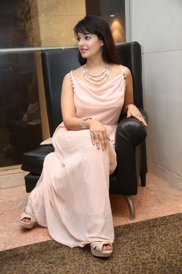 saloni-latest-pics_1412879202_18