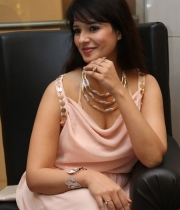 saloni-latest-pics_1412879202_19