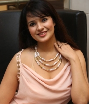 saloni-latest-pics_1412879202_22