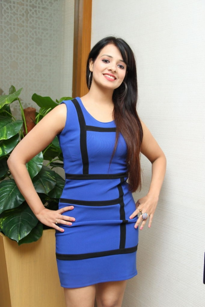 saloni-latest-photos-1