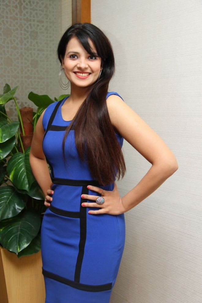 saloni-latest-photos-3