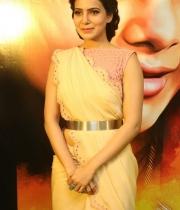 samantha-at-manam-movie-premier-show-1