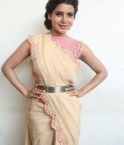 samantha-at-manam-movie-premier-show-12