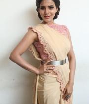samantha-at-manam-movie-premier-show-14