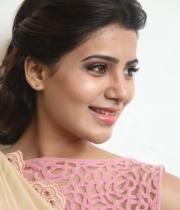 samantha-at-manam-movie-premier-show-16