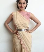 samantha-at-manam-movie-premier-show-17