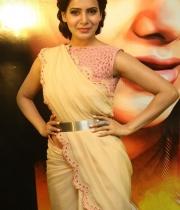 samantha-at-manam-movie-premier-show-2