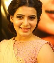 samantha-at-manam-movie-premier-show-4