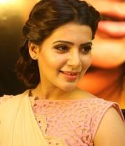 samantha-at-manam-movie-premier-show-6
