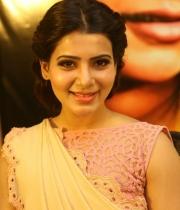 samantha-at-manam-movie-premier-show-7