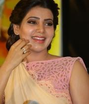 samantha-at-manam-movie-premier-show-9