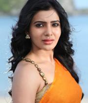 samantha-hot-stills-in-saree-04